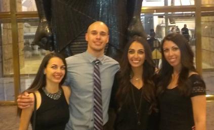 Dena & her siblings on vacation in Las Vegas
